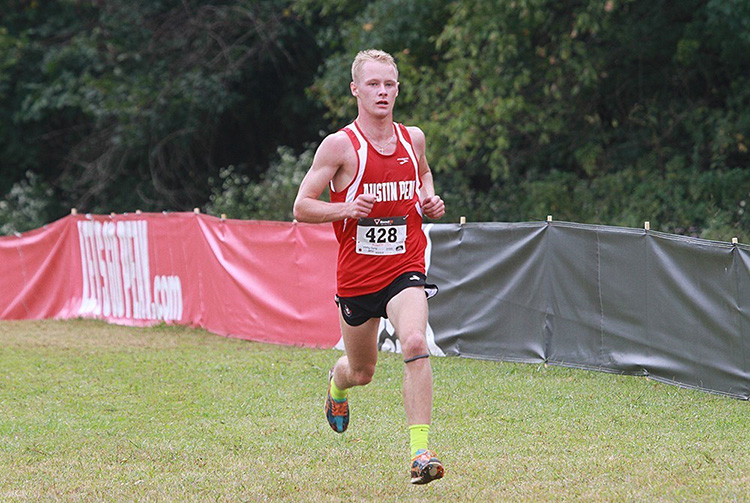 Wesley Gray runs in Cross Country course
