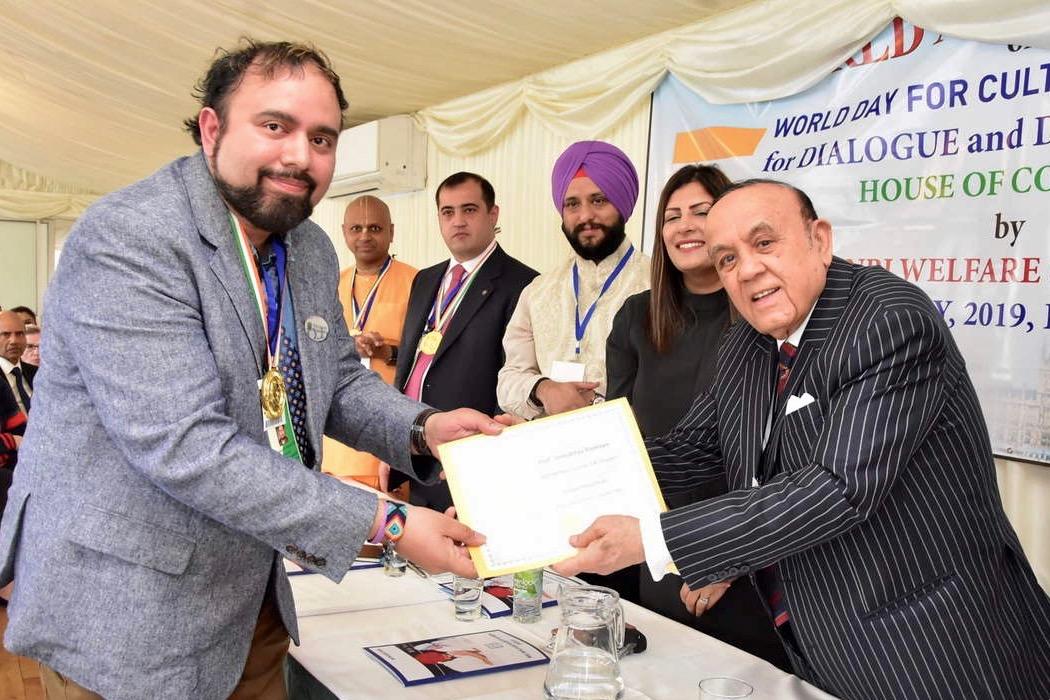 APSU history professor accepts Gandhi leadership award in London