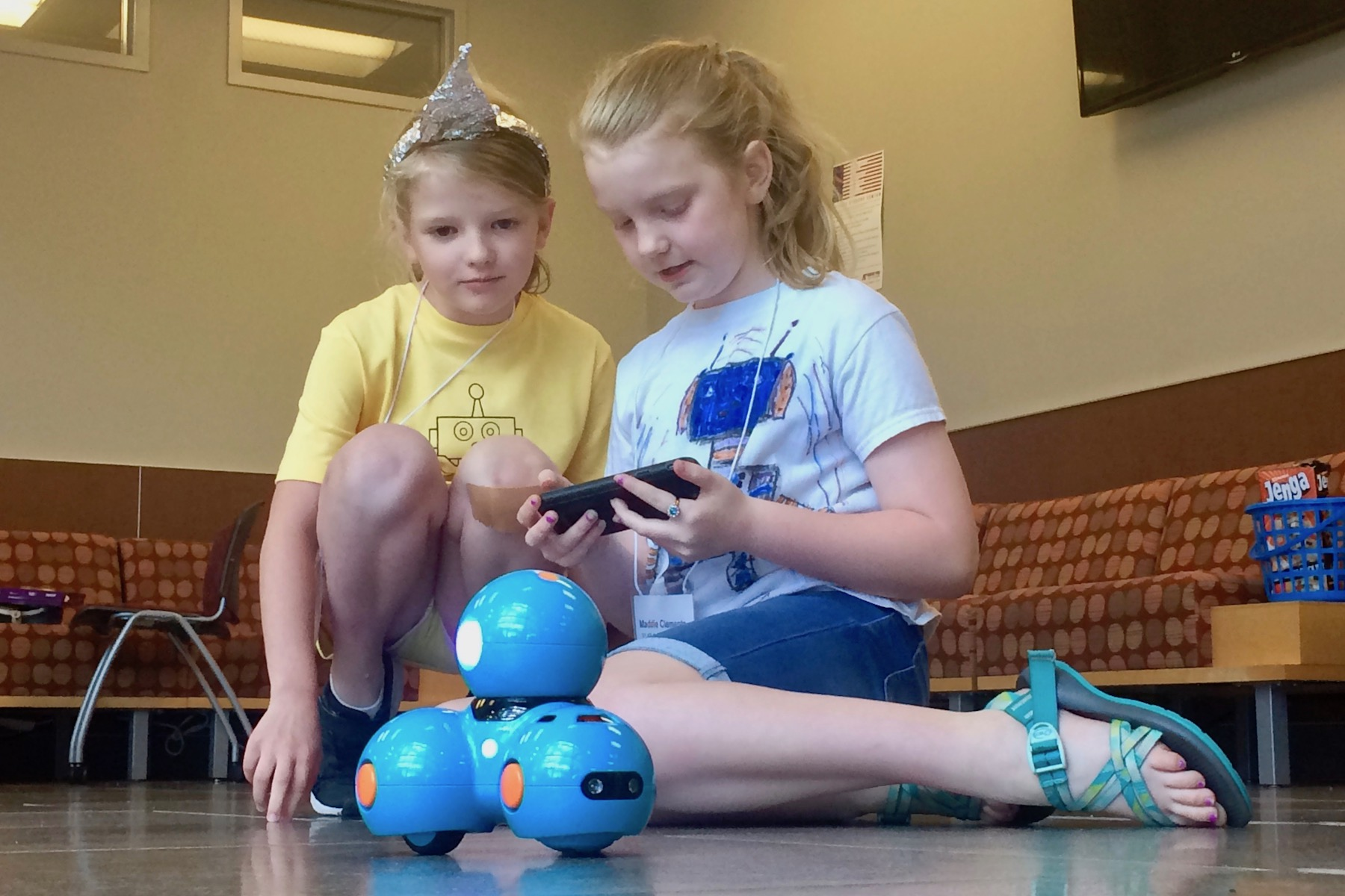 Elementary kids learn coding, program robots at Austin Peay coding camp