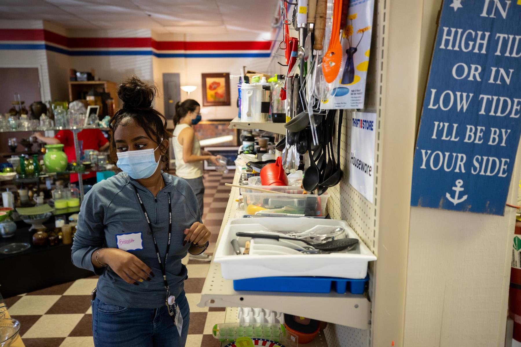 Austin Peay's freshmen serve nonprofits in Clarksville, Hopkinsville, Dickson during Freshman Service Project