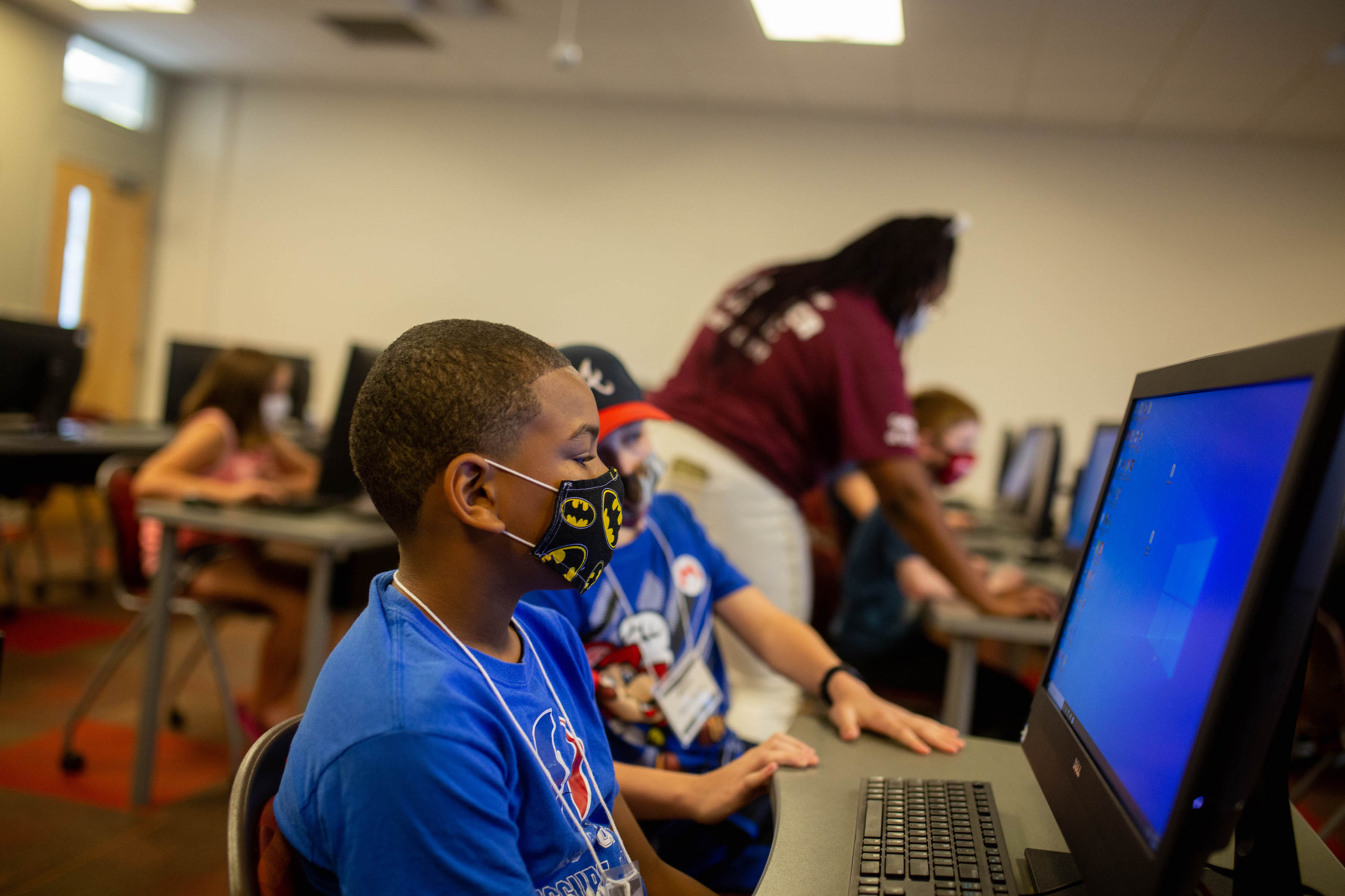 Middle schoolers learn how to make their own websites, video games at Austin Peay coding camps