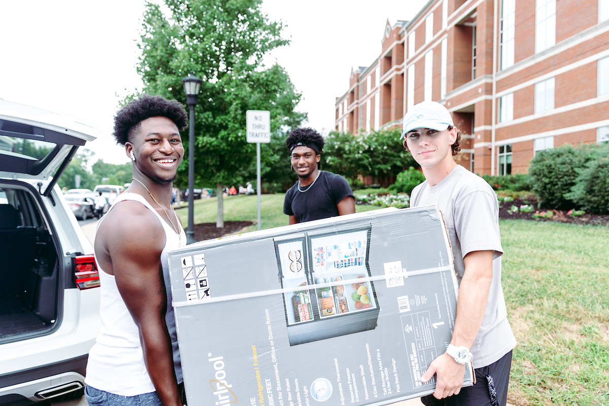 Freshman Move-in: Volunteers help new Govs into new homes