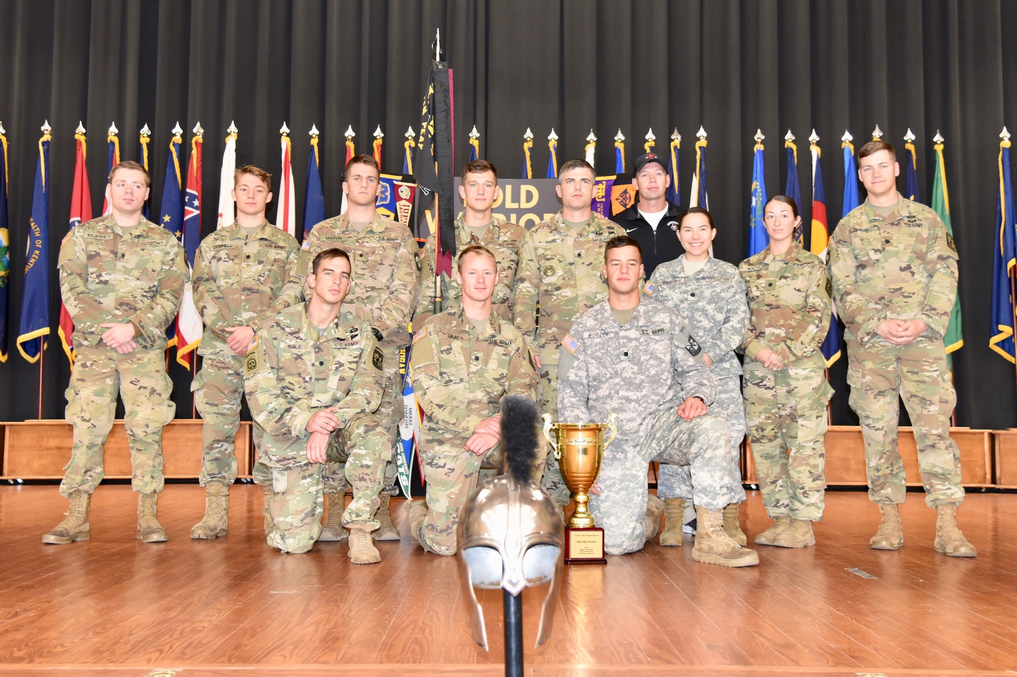 ROTC students pose for award